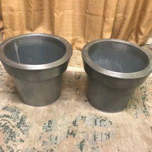 Bundle of two tin planter pots